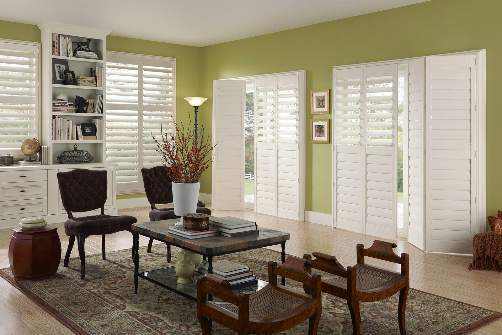 Vanilla • Two panel Bi-Fold doors • 3½ inch louver • Casing frame • Regular Divider Rail • UltraClearview® hidden rear tilt
