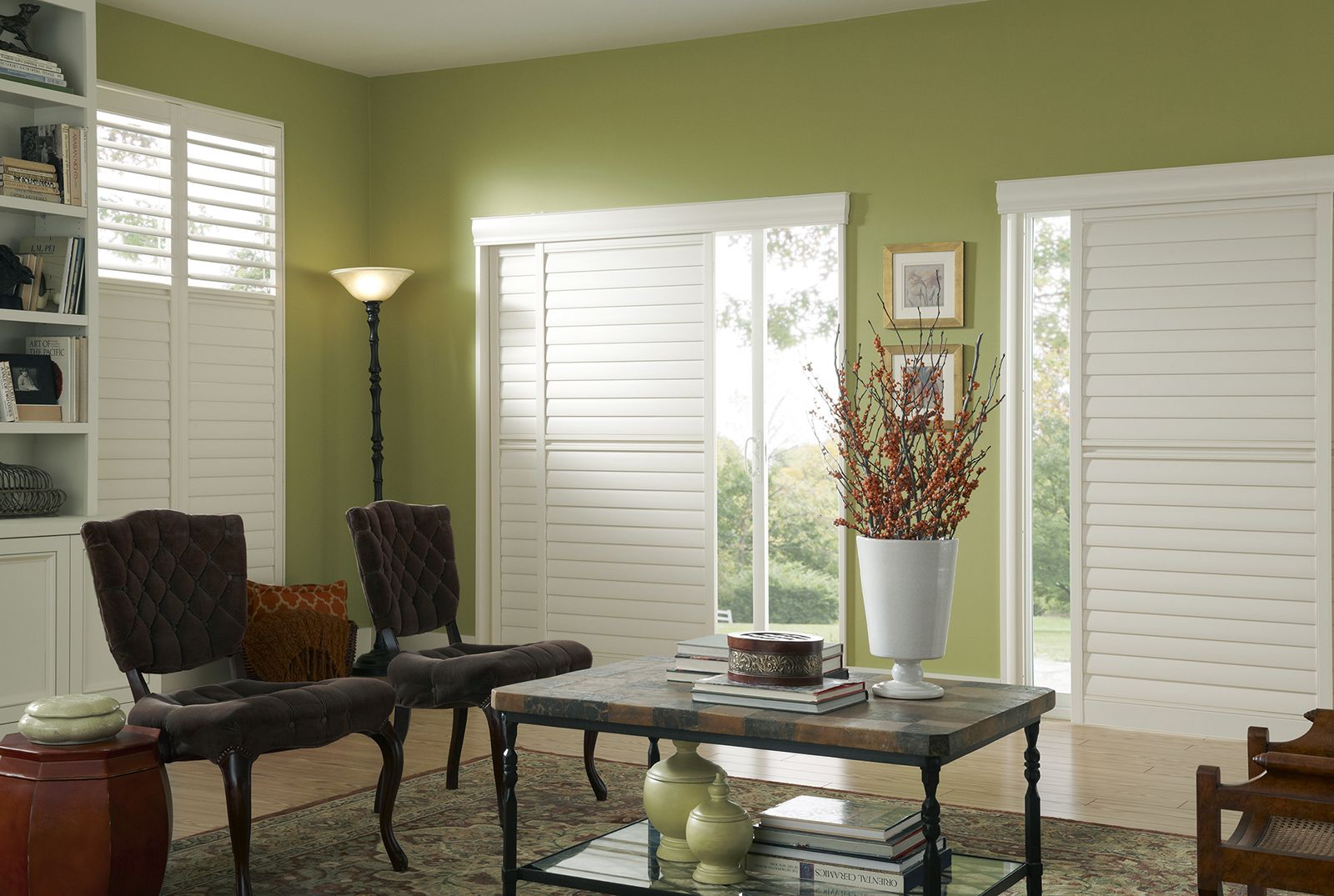 Vanilla • Two panel By-Pass • 3½ inch louver • 5 inch deco valance • Deluxe Divider Rail • UltraClearview® hidden rear tilt