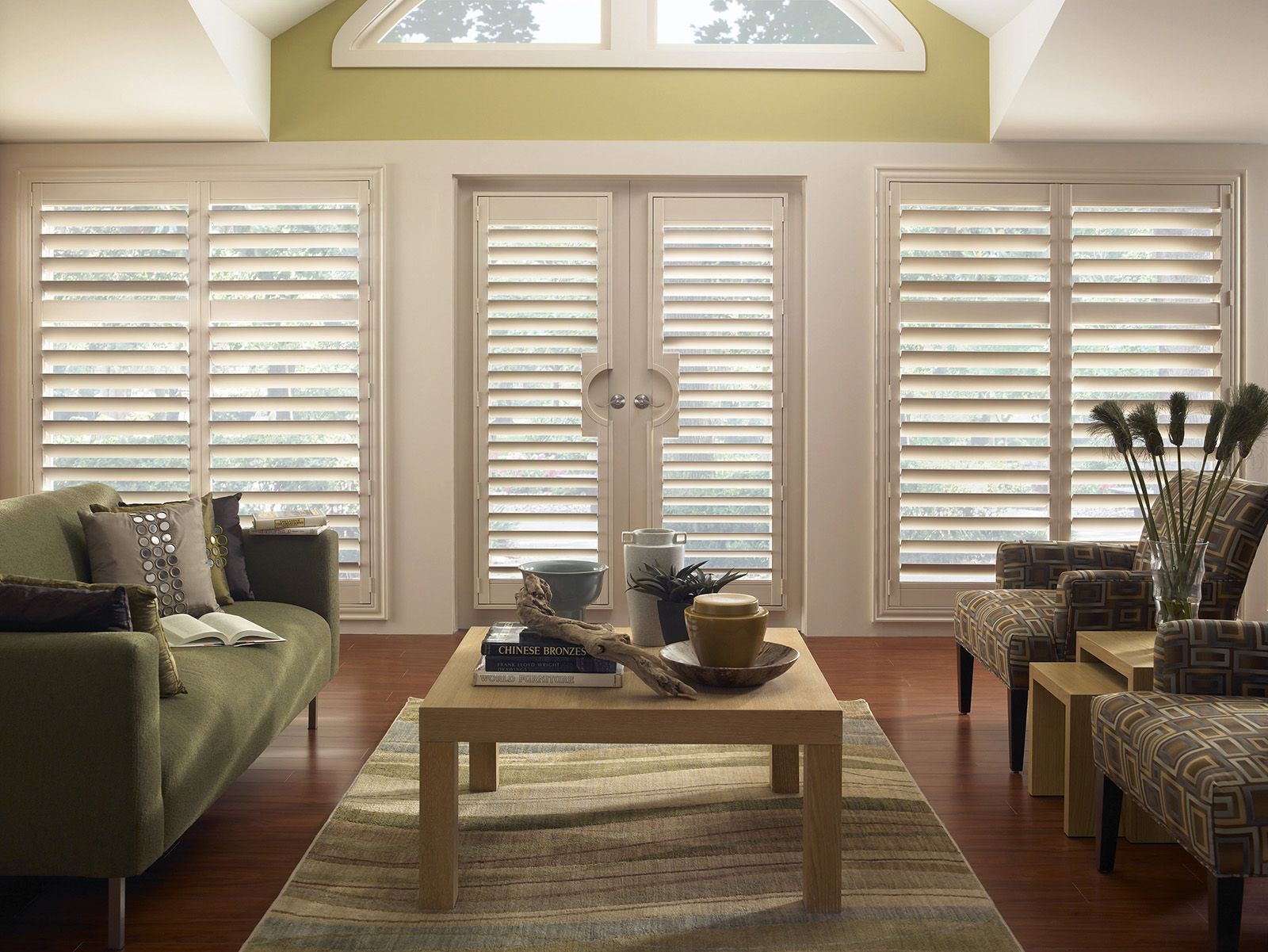 Vanilla • French Door Cut-out doors • 4½ inch louver • Deluxe Trim Frame • Divider Rail • UltraClearview® hidden rear tilt