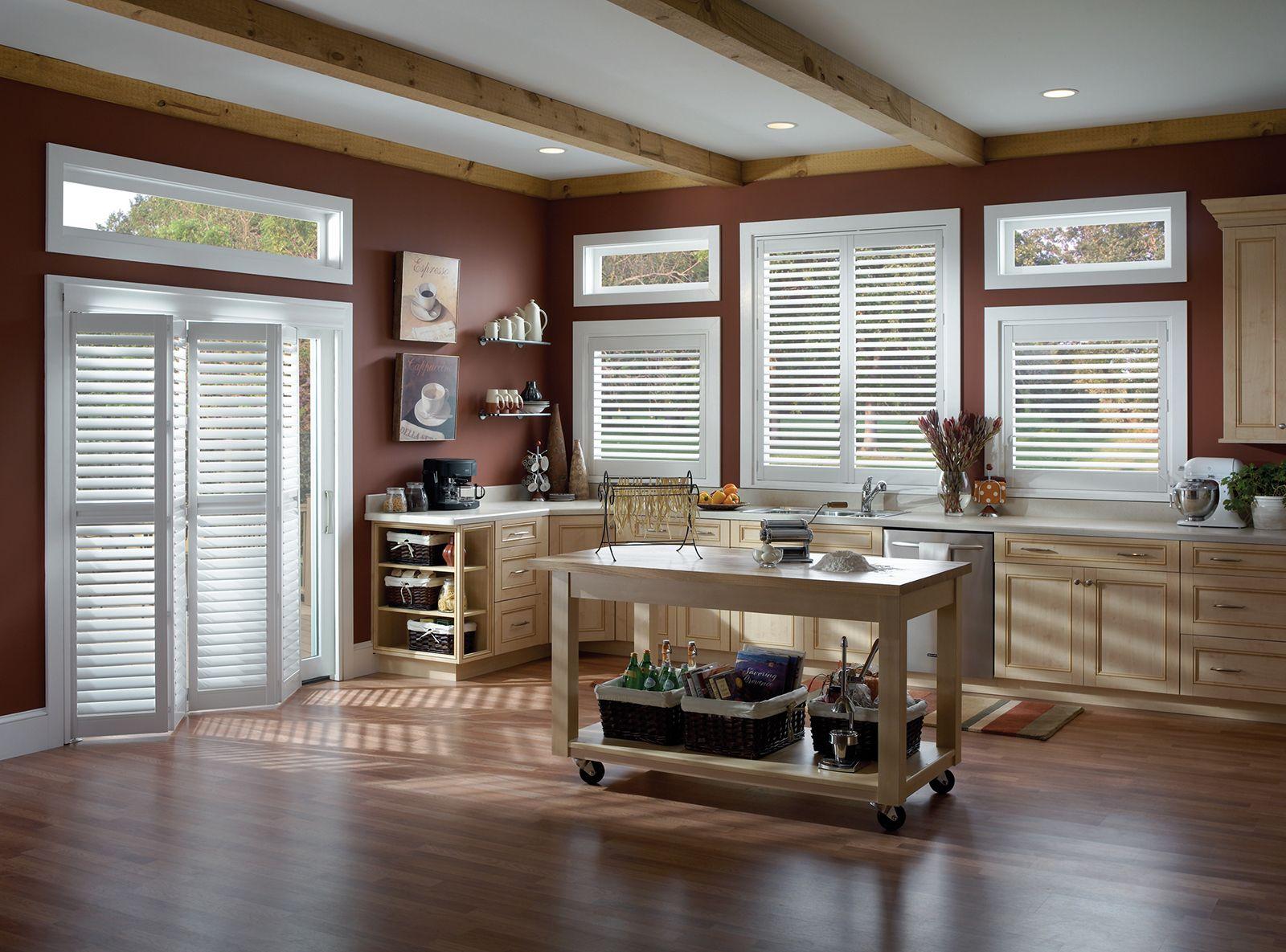 Cotton • Two panel Bi-Fold doors • 2½ inch louver • L frame • UltraClearview® hidden rear tilt