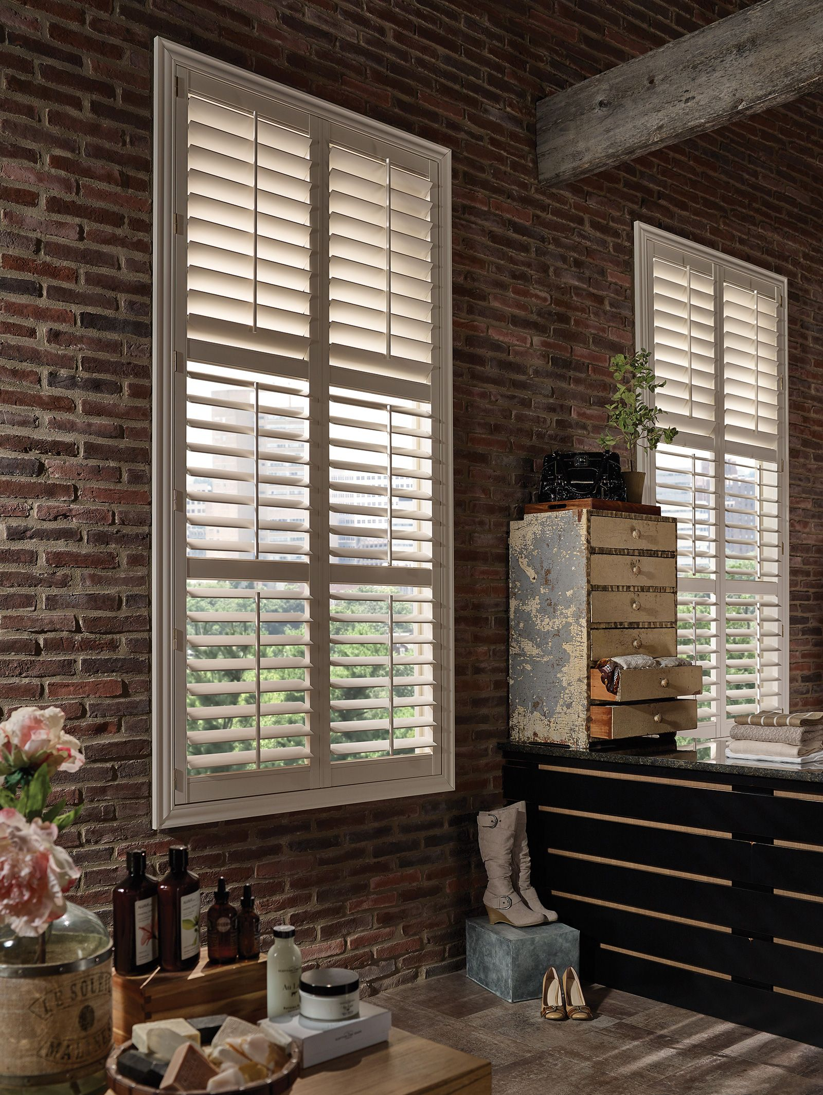Vanilla - 3 1/2 inch louver - Deluxe Trim Frame - Two Standard Divider Rails - Tilt Bar