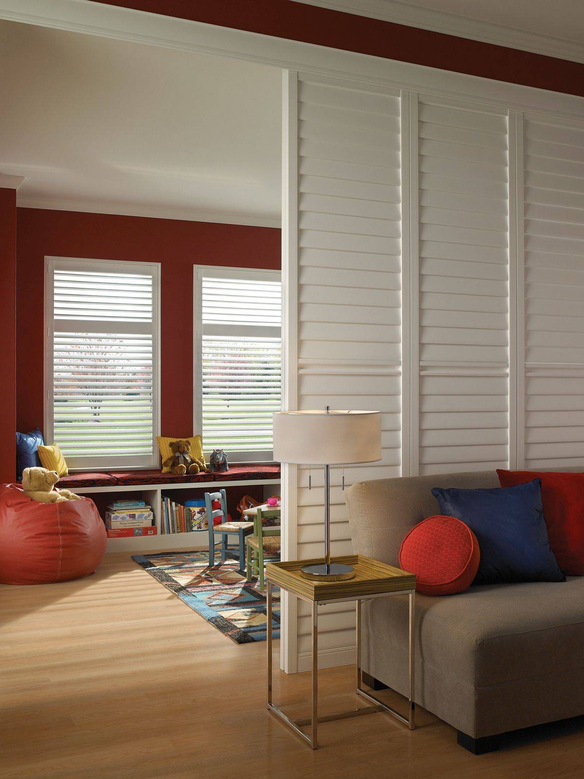 Cotton • 3½ inch louvers on Room Divider/By-Pass Track System with Decorative Valance • Deluxe Divider Rail • UltraClearview® hidden rear tilt